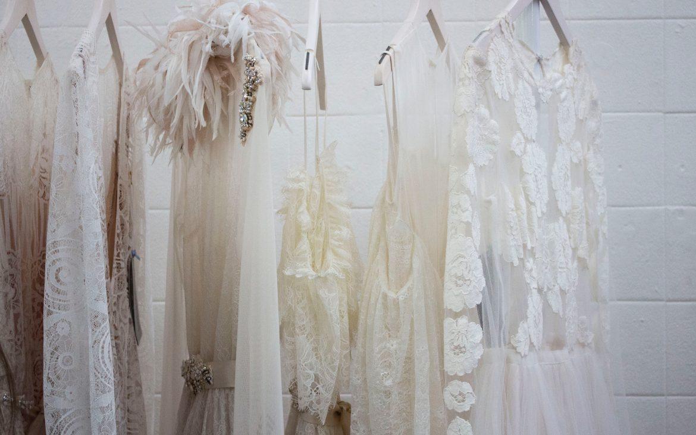 Salon sukien ślubnych – co musisz wiedziećprzed pierwszą wizytą?